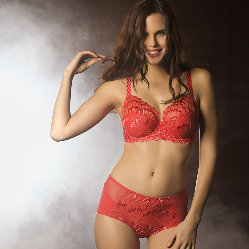 Creative retouching French lingerie 02